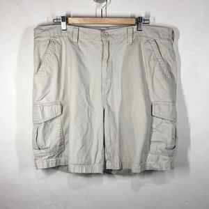 Croft & Barrow light tan cargo shorts size 40